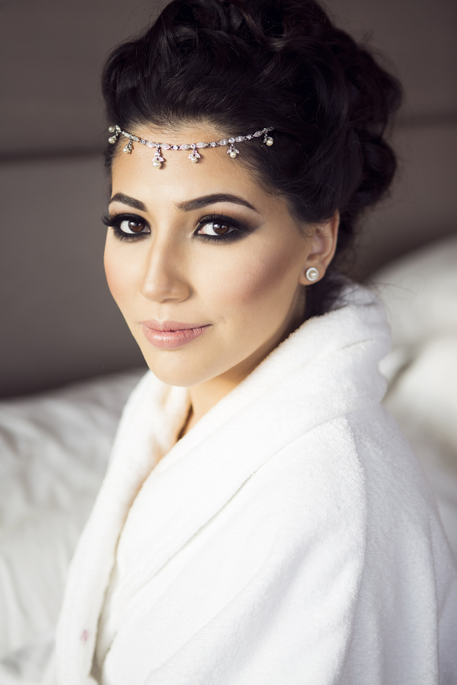 ana gely photography female asian wedding photographer shangri la hotel the shard bride getting ready makeup