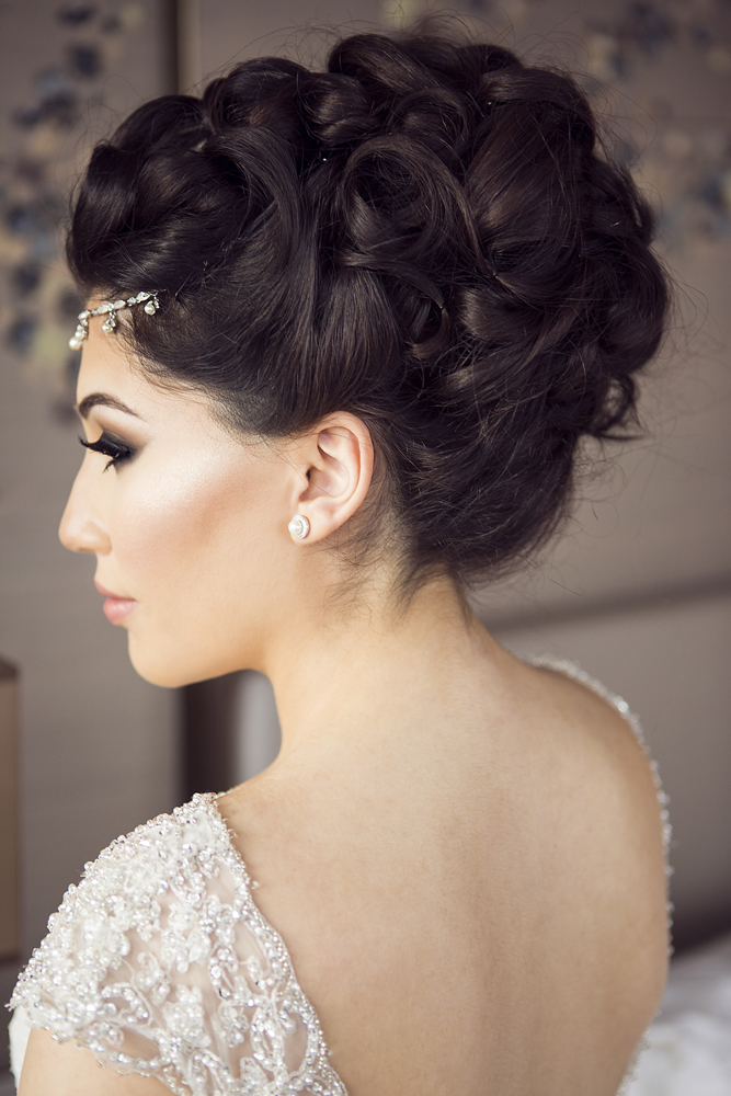 ana gely photography female asian wedding photographer shangri la hotel the shard bride getting ready hairstyle