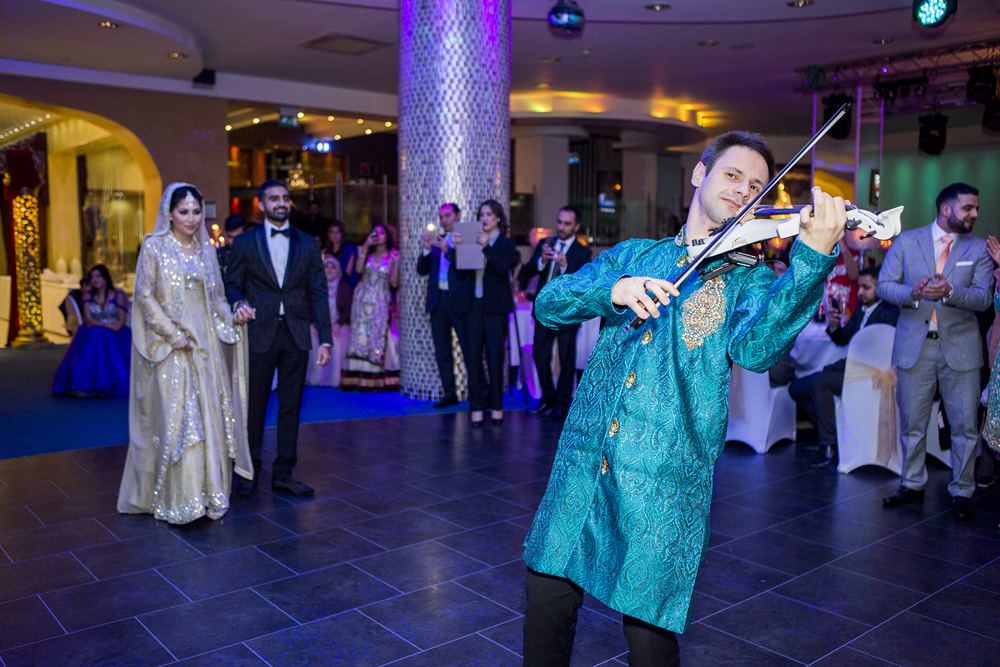 ana gely photography female asian wedding photographer premier banqueting bride and groom entrance