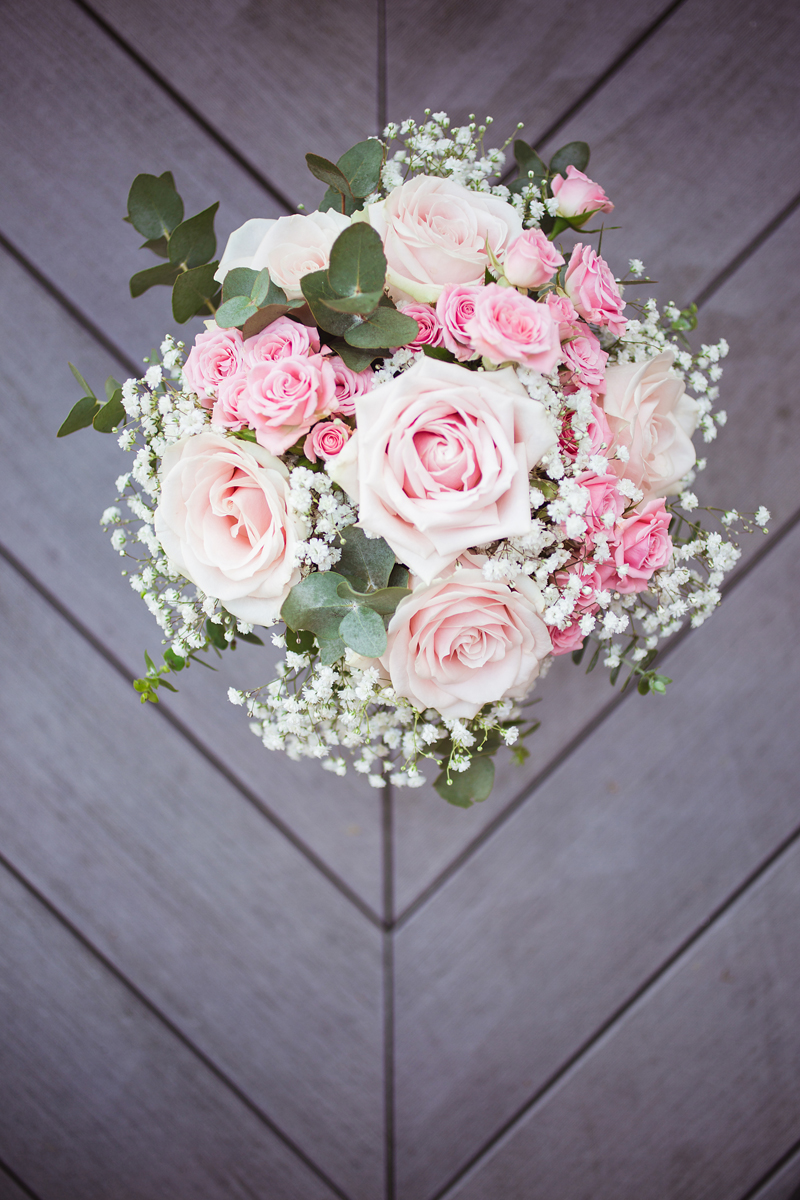 ana gely wedding photography photographer london runnymede on thames bride flowers bouquet