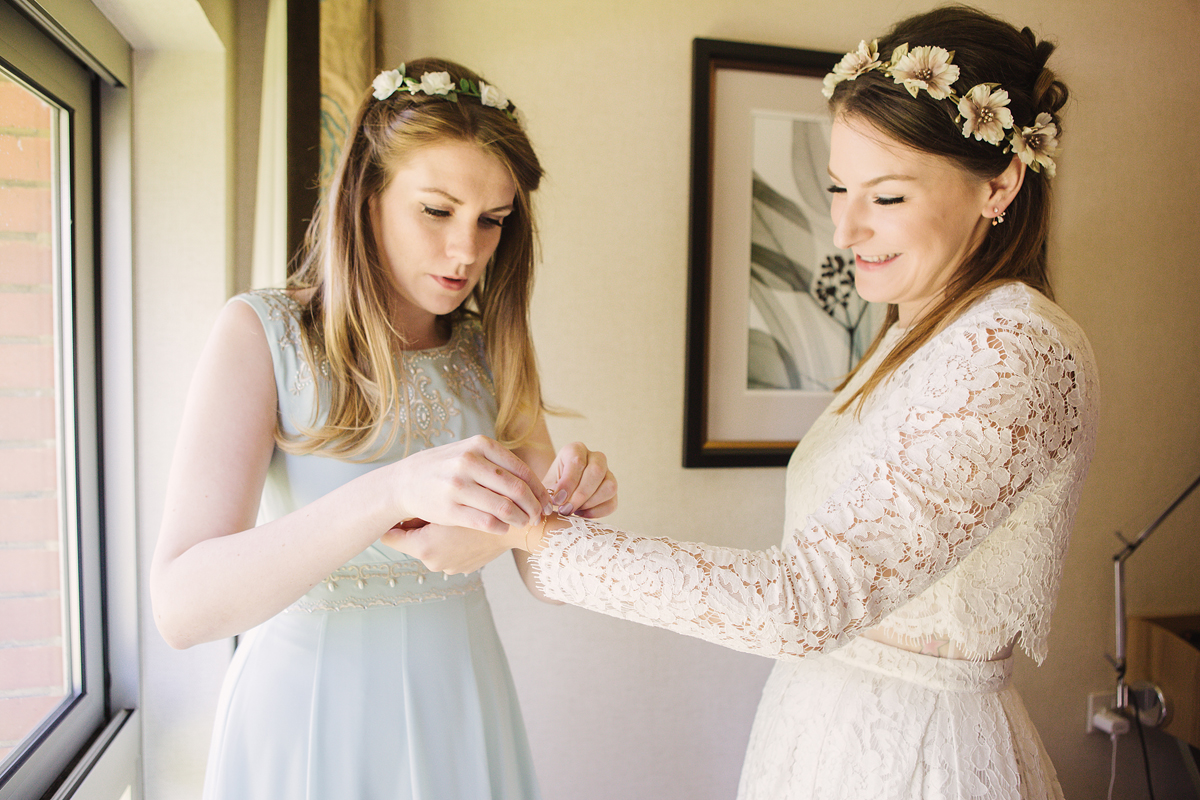 ana gely wedding photography photographer london runnymede on thames bride getting ready with bridesmaid