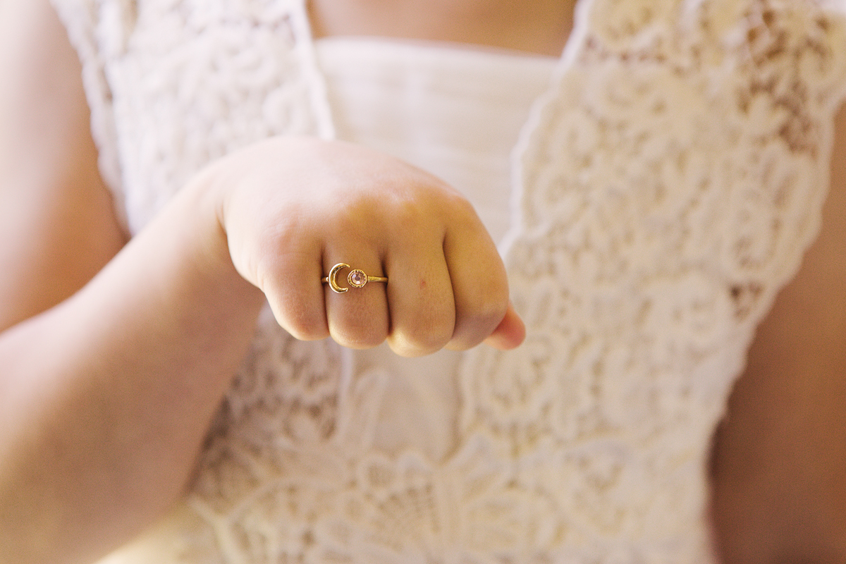 ana gely wedding photography photographer london runnymede on thames flowergirl ring