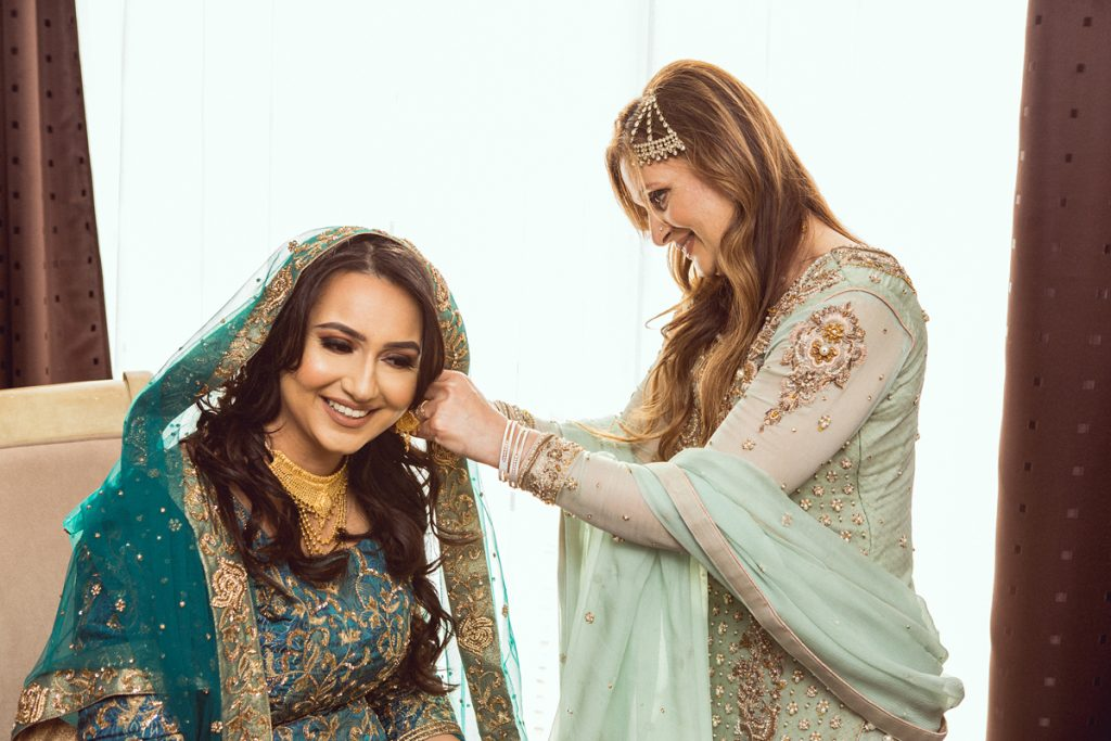 ana gely london female asian wedding photographer hilton syon park summer bride getting ready with mother