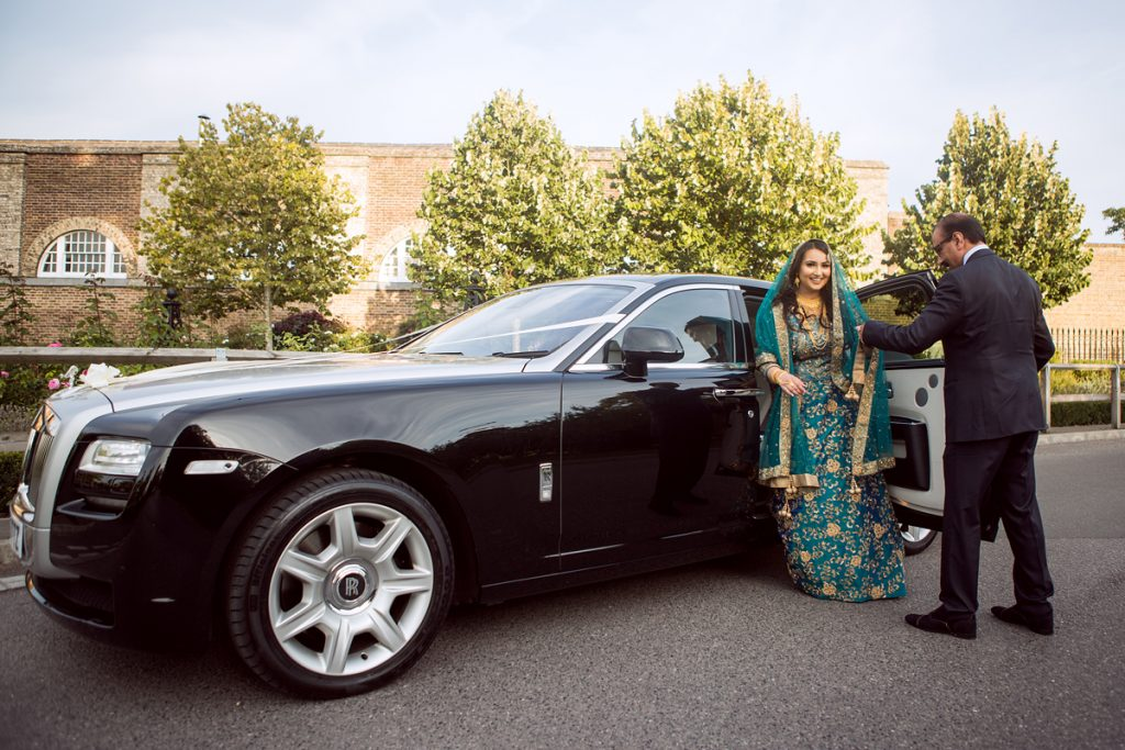ana gely london female asian wedding photographer hilton syon park summer bride arriving with father